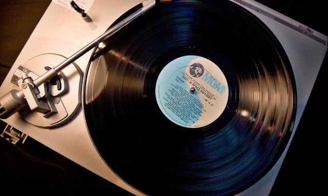 Stor Musikk-kommentaren - Nå selges det LP-plater blant kanelboller og LF-74