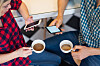 AVHENGIG AV MOBILEN: Mange av oss sjekker sosiale medier gjennom hele dagen.  Foto: Shutterstock / bbernard